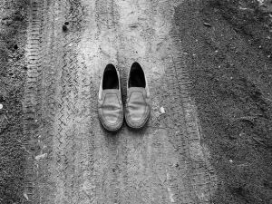 traces-old-shoes-on-the-path-1425216